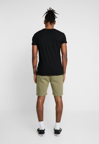 CLOSURE London - 2 PACK SHORTS - Teplákové kalhoty - navy/khaki - 3