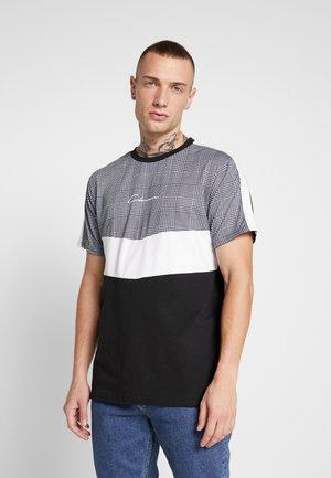 CHECKED CHEVRON CUT SEW TEE - Camiseta estampada - black