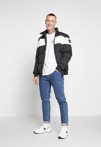 CLOSURE London - TEES 3 PACK - T-shirts med print - white/black/grey - 1