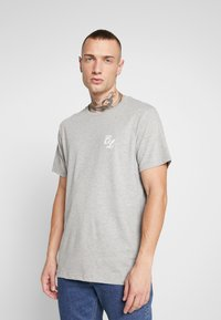 CLOSURE London - TEES 3 PACK - T-shirts med print - white/black/grey - 4