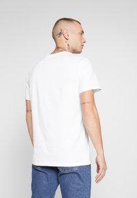 CLOSURE London - TEES 3 PACK - T-shirts med print - white/black/grey - 3