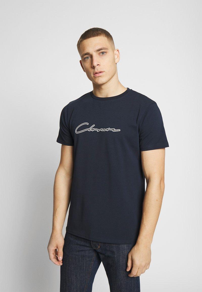 CLOSURE London - DOUBLE SCRIPT TEE - T-shirt med print - navy