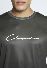 CLOSURE London - FADE SCRIPT BAND TEE - T-shirt con stampa - khaki - 4