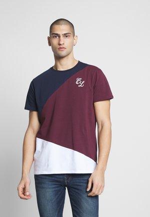 TRIO CUT SEW TEE - T-shirts med print - port