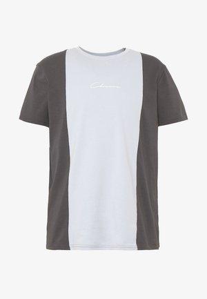 VERTICAL CUT SEW TEE - T-shirt print - grey