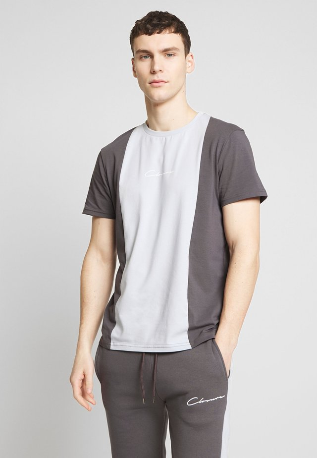 VERTICAL CUT SEW TEE - T-shirt con stampa - grey