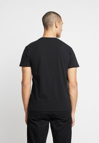 CLOSURE London - HUSTLE TEE - T-shirt con stampa - black - 2