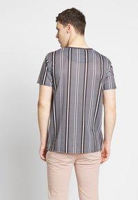 CLOSURE London - STRIPE HERRINGBONE TEE - T-Shirt print - grey - 2