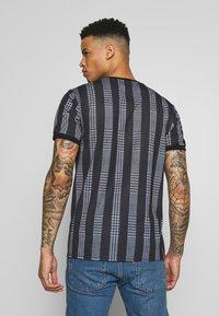 CLOSURE London - STRIPED CHECK TEE - T-Shirt print - black - 2