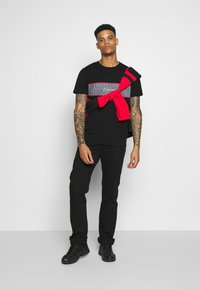 CLOSURE London - PIPED CHECKED TEE - Printtipaita - black - 1