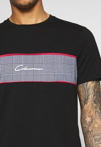 CLOSURE London - PIPED CHECKED TEE - Printtipaita - black - 5