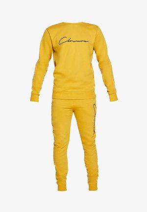 SCRIPT CREWNECK TRACKSUIT - Dres - mustard