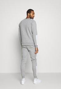 CLOSURE London - SCRIPT TRACKSUIT - Sweatshirt - grey - 2