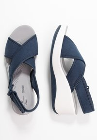 Cloudsteppers by Clarks - STEP CALI COVE - Sandalias con plataforma - navy - 3