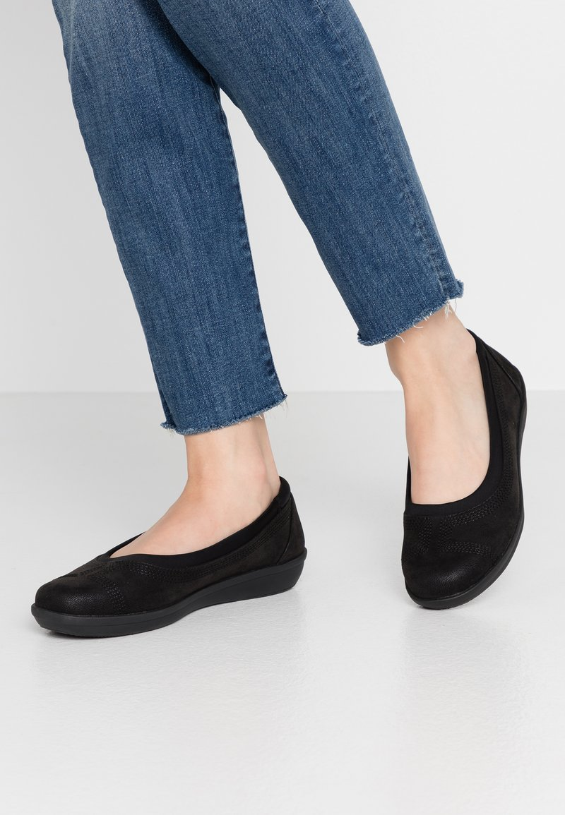 Cloudsteppers by Clarks - AYLA LOW - Ballerina's - black