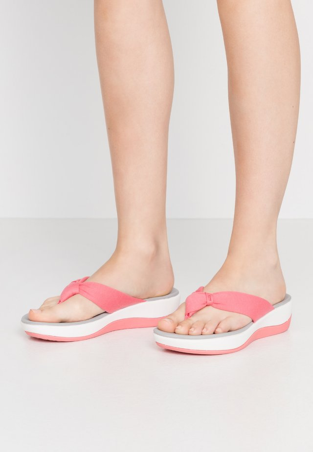 ARLA GLISON - T-bar sandals - raspberry