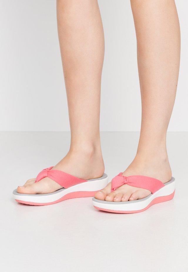 ARLA GLISON - Sandaler m/ tåsplit - raspberry