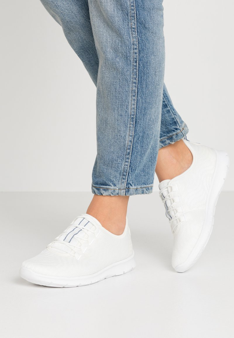 Cloudsteppers by Clarks - STEP ALLENA GO - Tenisky - white