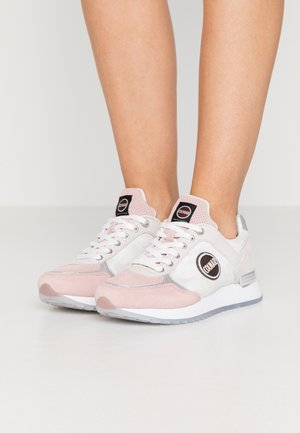 TRAVIS PRIME - Trainers - pink