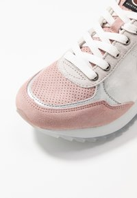 Colmar Originals - TRAVIS PRIME - Trainers - pink - 2