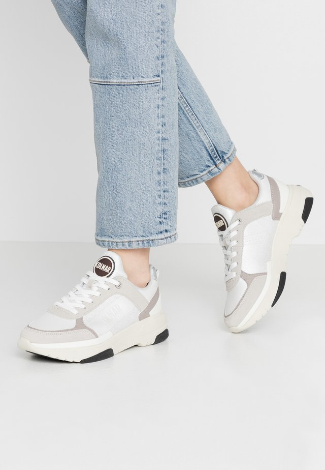 TRAVIS BRIGHT - Sneakers laag - white