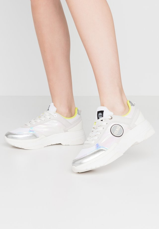 TRAVIS JELLY - Trainers - white/lime