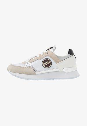SUPREME COLORS - Sneakersy niskie - white