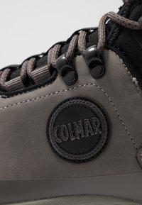 Colmar Originals - COOPER RACER - Baskets montantes - dark grey/red - 5