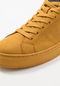 Colmar Originals - BRADBURY RASH - Baskets basses - yellow - 5