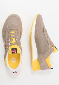 Colmar Originals - TRAVIS - Trainers - warm grey/yellow - 1