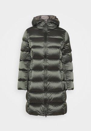 Kabát zprachového peří - matcha/dark steel
