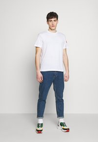 Colmar Originals - SOLID COLOR - T-shirt basique - white - 1