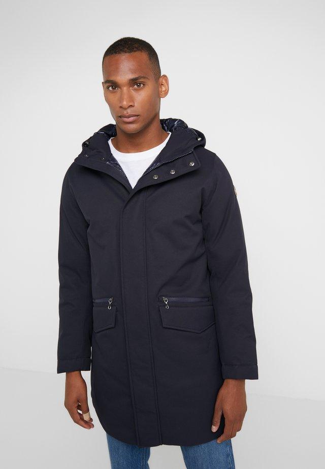 MENS JACKETS - Kabát zprachového peří - navy blue