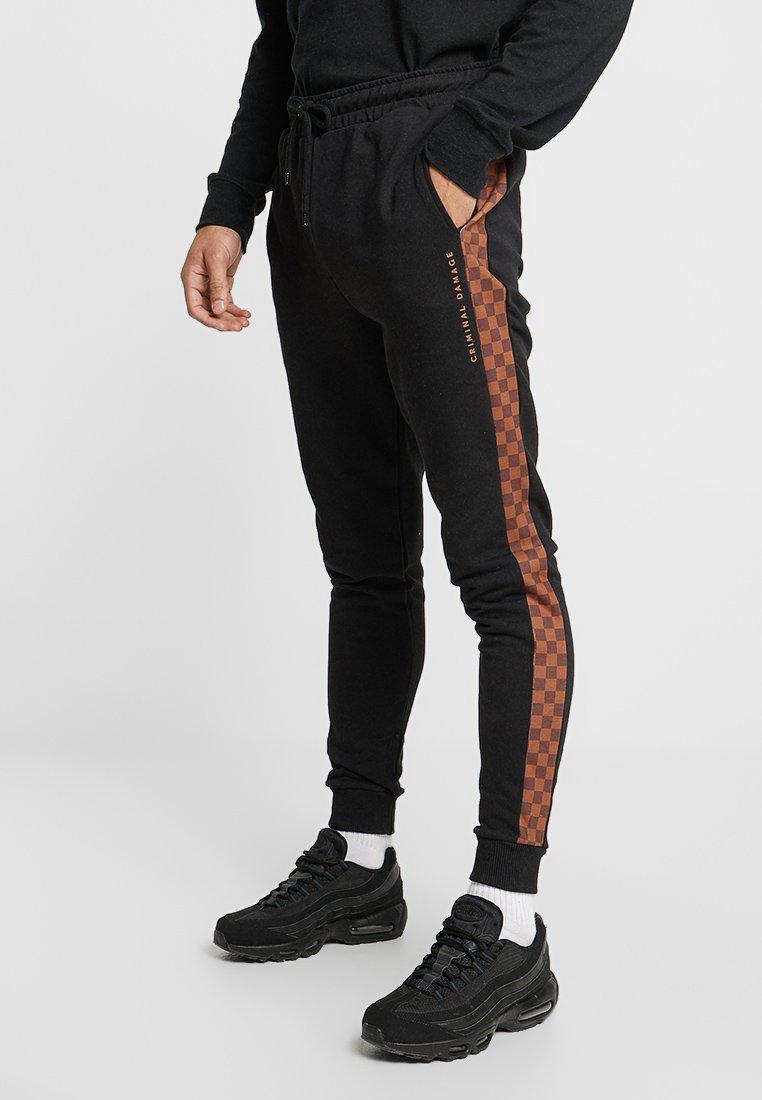 Criminal Damage - TRIO - Pantalon de survêtement - black/multi