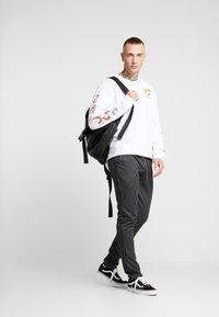 Criminal Damage - PINSTRIPE JOGGER - Spodnie treningowe - black/white - 1