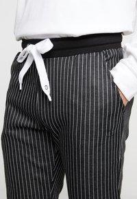 Criminal Damage - PINSTRIPE JOGGER - Spodnie treningowe - black/white - 4