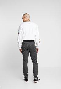 Criminal Damage - PINSTRIPE JOGGER - Spodnie treningowe - black/white - 2