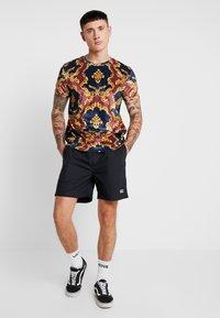Criminal Damage - SAVERO - T-shirt con stampa - multi coloured - 1