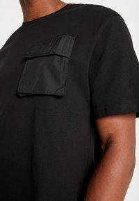 Criminal Damage - UTILITY POCKET TEE - T-Shirt basic - black - 6