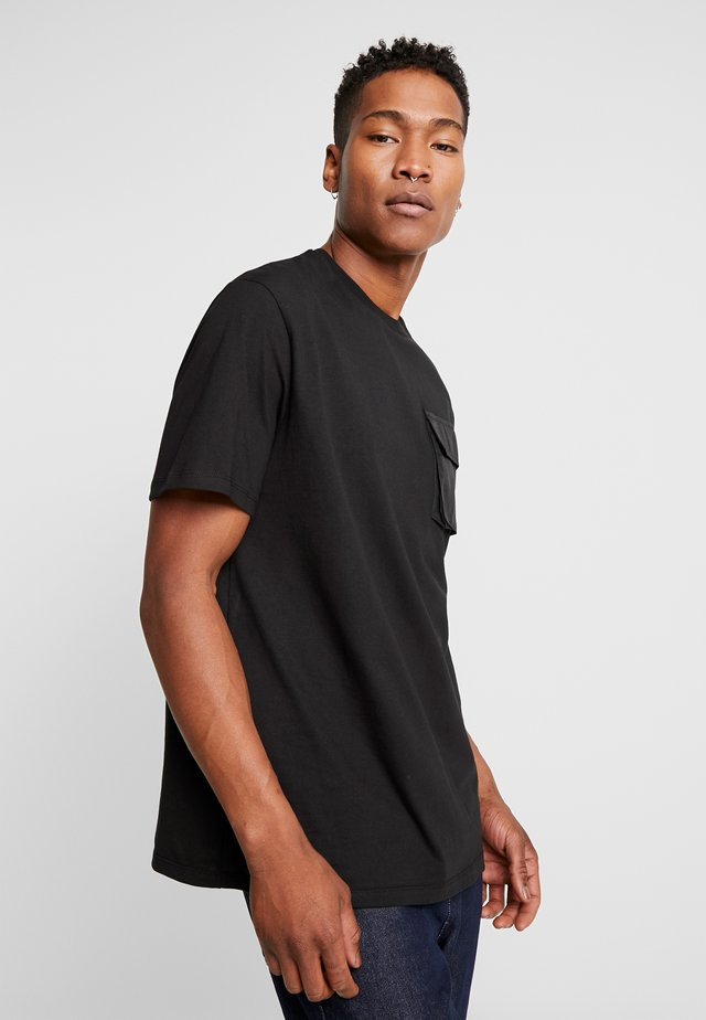 UTILITY POCKET TEE - T-Shirt basic - black
