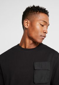 Criminal Damage - UTILITY POCKET TEE - T-Shirt basic - black - 3