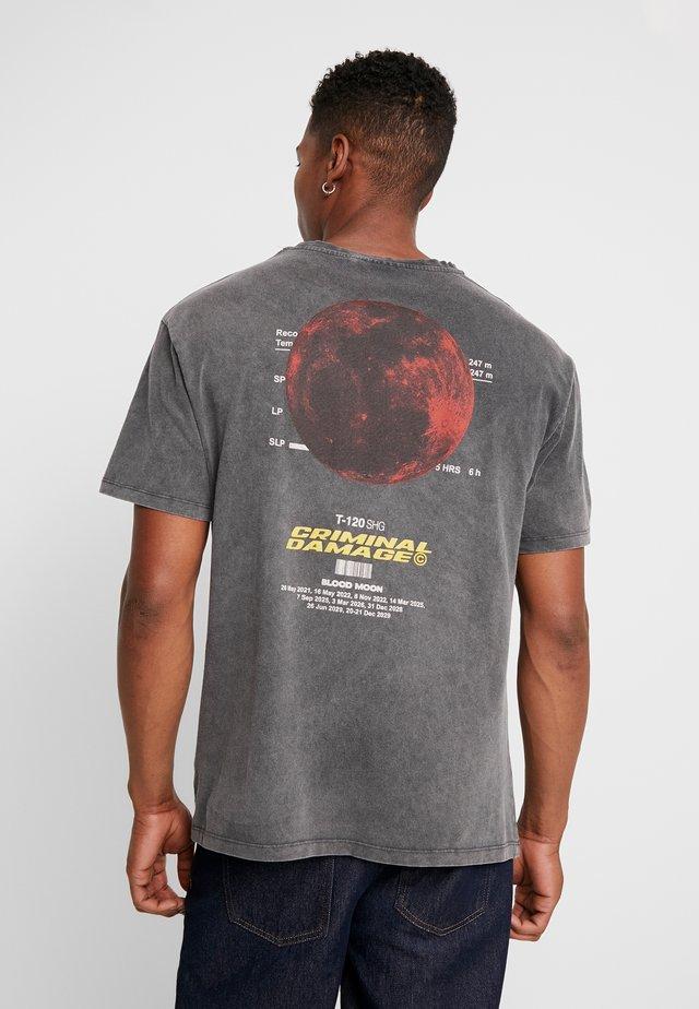 BLOOD MOON TEE - T-shirt imprimé - washed black
