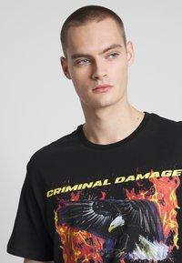 Criminal Damage - EAGLE TEE - Print T-shirt - black/multi - 3