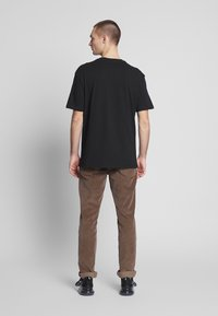 Criminal Damage - EAGLE TEE - Print T-shirt - black/multi - 2