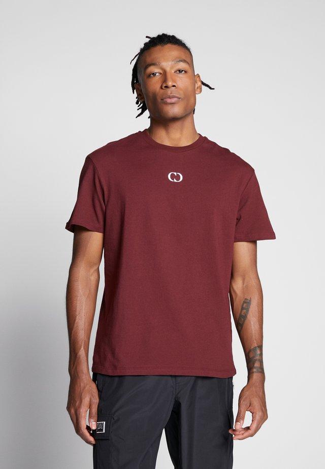 ESSENTIALS TEE - T-shirts - burgundy
