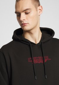 Criminal Damage - DRAGON HOOD - Jersey con capucha - black/multi - 3