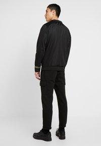 Criminal Damage - VERINO TRACK TOP - Sweatshirt - black/gold coloured - 2
