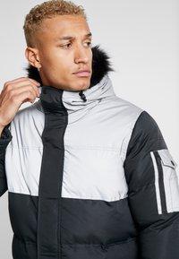 Criminal Damage - ARTIC PARKER JACKET - Zimní kabát - black reflective - 5