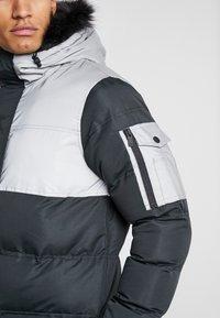 Criminal Damage - ARTIC PARKER JACKET - Zimní kabát - black reflective - 4