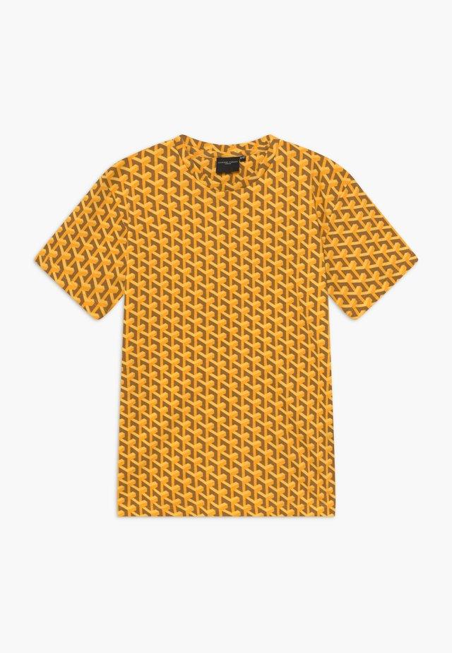 LOUVRE TEE - Triko spotiskem - yellow